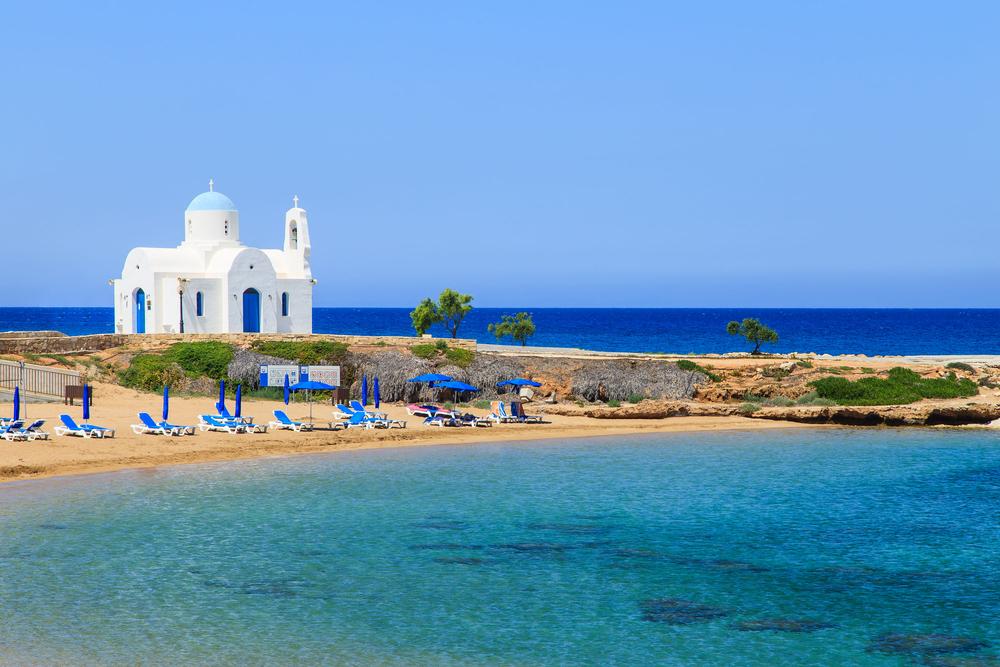 Церковь на пляже Каламис в Протарасе
